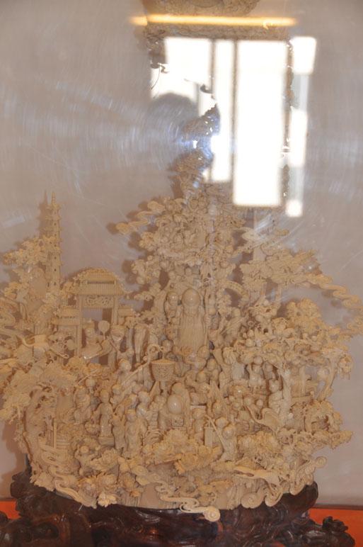 广州牙雕以牙质莹润,精镂细刻,玲珑剔透见长,重雕工,在长期的工艺